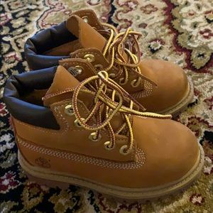 Toddler size 7M Original timberlands. Barely used